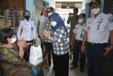 Sleman menyalurkan bantuan bagi PKL dan jukir di Terminal Prambanan