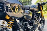 Hasil modifikasi Kawasaki W175 bergaya kripto