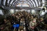 Inggris berhasil evakuasi belasan ribu orang dari Afghanistan