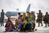 100 pemain sepak bola Afghanistan beserta keluarga tiba di Qatar