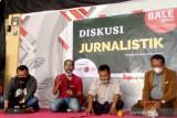 Wartawan penting memeriksa ulang sumber di era banjirnya siaran pers