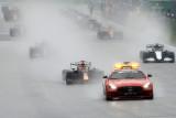 Balapan dihentikan, Hamilton minta F1 kembalikan uang para fan