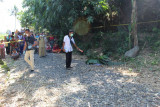 Mayat bersimbah darah dengan leher tersayat ditemukan di pinggir jalan Lenek Lotim