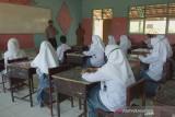 Polisi pantau prokes dalam pembelajaran tatap muka terbatas di Sumbawa