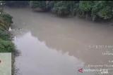 Untuk ini, DLH Dharmasraya periksa sampel air sungai Batang Siat