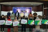Legislator serahkan santunan kematian BPJAMSOSTEK kepada peserta di Sijunjung