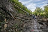 Longsor Timbun Jalan Trans Palu-Kulawi di Lima Titik