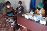 Aparat TNI bantu percepatan vaksinasi warga di perbatasan Boven Digoel