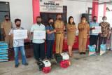 Masyarakat Desa Peling Sawang terima bantuan beras dan mesin katinting