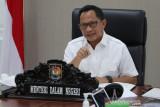 Mendagri Tito menegur 10 kepala daerah yang belum bayar insentif nakes
