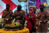 HUT Polwan di Papua berikan tumpeng mantan pasukan perdamaian