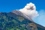 Awan panas Merapi meluncur sejauh 2,5 km