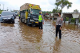 Ditlantas Polda Kalteng terjunkan personel atur lalu lintas di kawasan banjir