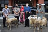 Polisi purnatugas di Temanggung dapat cenderamata dua ekor kambing