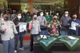 Selain meringkus sejumlah pelaku, polisi juga sita BB ini dari kelompok begal di Padang