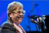 Elton John luncurkan album terbaru yang berkolaborasi dengan banyak musisi
