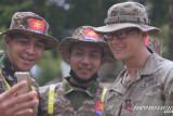 Perwira US Army beri hadiah tukang bangunan di Mabes AD