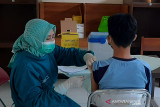 Pelajar SMP di Purwokerto mulai dapatkan vaksin COVID-19
