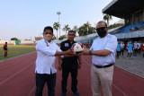 Kemarin, Ketua DPD RI serahkan bantuan peralatan latihan sepak bola