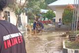 Pemuda dan mahasiswa Mamuju bantu korban banjir di Kalukku