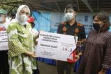 Bupati Mamuju serahkan 100 sertifikat gratis kepada warga desa Kopeang