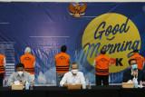 Sebanyak 17 tersangka suap jabatan Pemkab Probolinggo diperiksa di Gedung KPK