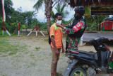 Satgas TNI Yonif 512 bagikan masker untuk warga perbatasan RI-PNG