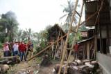 Bupati Lampung Selatan bedah rumah warga Palas roboh tertimpa pohon
