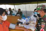 TNI dan Polri di Mamuju  laksanakan vaksinasi Merdeka