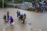 Korban Banjir bandang susulan Desa Rogo Sulteng