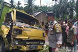 Seorang meninggal dunia dalam laka lantas truk vs dua motor di Agam