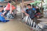Gubernur sampaikan langsung bantuan untuk masyarakat terdampak banjir hingga pelosok Kalteng