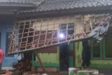 Hujan deras akibatkan rumah warga di Sukabumi roboh