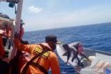 Basarnas Kendari evakuasi selamat nelayan korban kapal mati mesin di Wakatobi