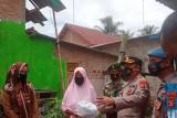 Angin puting beliung terjang Desa Margasari, polisi beri bantuan