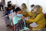 Ribuan santri di Cirebon ikut vaksinasi merdeka
