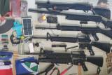 Personel Koramil Batom dan  warga amankan KSB beserta lima senjata api