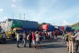 Polisi mengamankan dua orang calo tiket penyeberangan Lombok-Waingapu