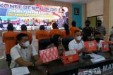 Pasangan suami istri di Mataram ini kompakan jadi pengendali peredaran sabu