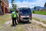 Seorang tewas, satu patah tulang karena tabrakan beruntun tiga mobil dan satu motor di Baso