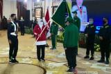 Gubernur Jatim Khofifah berpesan agar atlet menyatu dengan masyarakat di Papua