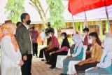Presiden Jokowi dan Ibu Negara tinjau vaksinasi bagi pelajar di Wajo Sulsel
