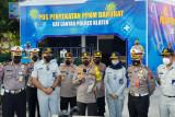 Jasa Raharja bagikan helm dan masker di Prambanan