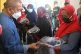 Bupati Polewali Mandar serahkan bantuan kepada anak rentan terlantar
