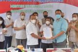 Menteri Bahlil menyerahkan SK pemutusan kontrak GTI kepada Gubernur NTB