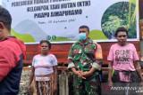 Aparat TNI Mimika hadiri peresmian rumah produksi teh mangrove