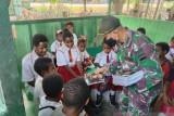 Satgas TNI Yonif 131 sediakan tempat belajar bersama anak di perbatasan RI-PNG