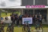 Sembari bersepeda, Legislator Palangka Raya bantu promosikan usaha warga