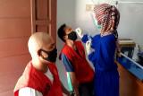Tahanan Polresta Palangka Raya ikuti pemeriksaan kesehatan cegah penularan COVID-19