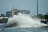 Waspadai gelombang sangat tinggi di Samudra Hindia barat